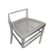 cadeira-prateada-assento-palhinha