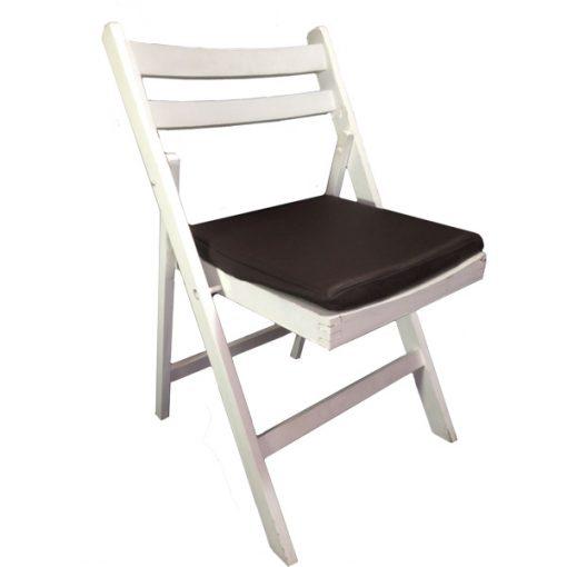 cadeira de madeira branca com coxim em couro