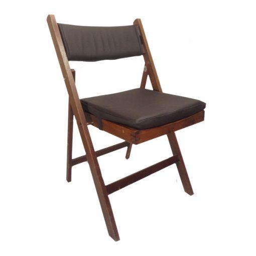 cadeira de madeira mogno com coxim e costas em couro