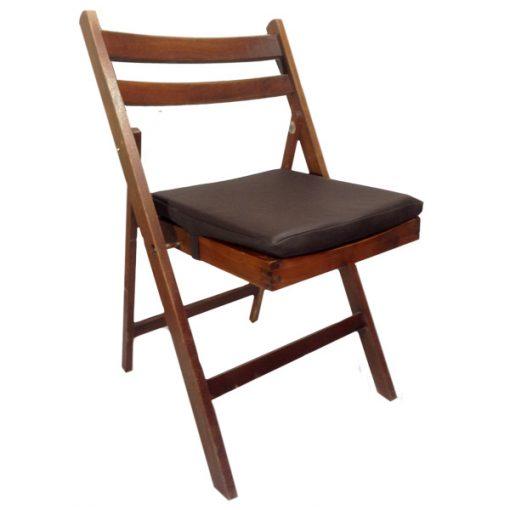 cadeira de madeira mogno com coxim em couro